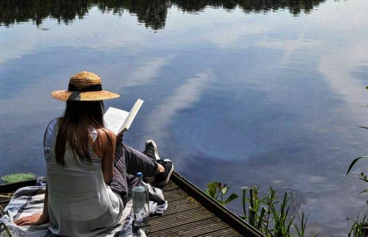 8 Manfaat Membawa Buku Saat Traveling