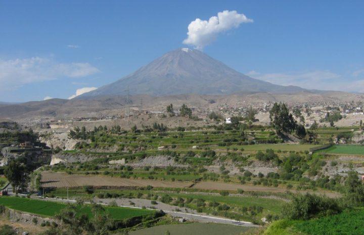 Mendaki 10 Gunung Api Tertinggi di Dunia 10 Gunung Api Tertinggi di Dunia