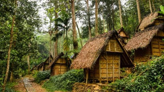 wisata adat Indonesia