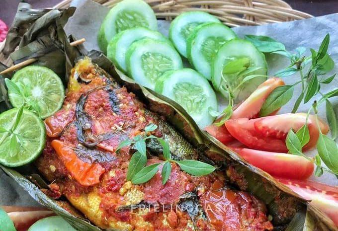 10 Kuliner Olahan Bandeng Khas Dari Berbagai Daerah di Indonesia 10 Kuliner Olahan Bandeng khas Indonesia