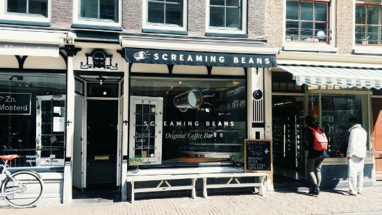 Bersantai di 10 Cafe Terkenal di Amsterdam Sambil Menikmati Keindahan Kota
